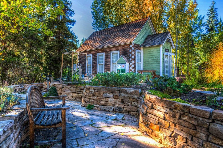 Come trasformare il tuo cortile in un paradiso di salotto