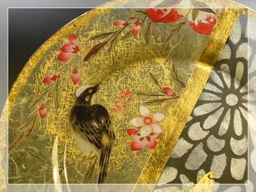 Piatto orientale stencil in foglia oro e découpage sottovetro di Clara Tramontano