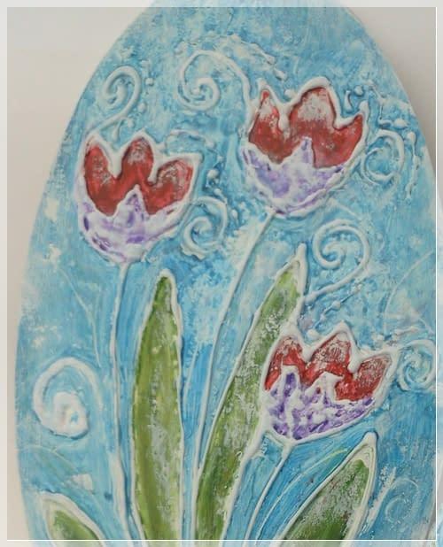 Ovale e uovo con tulipani di Annamaria Quadretti   Termo pittura