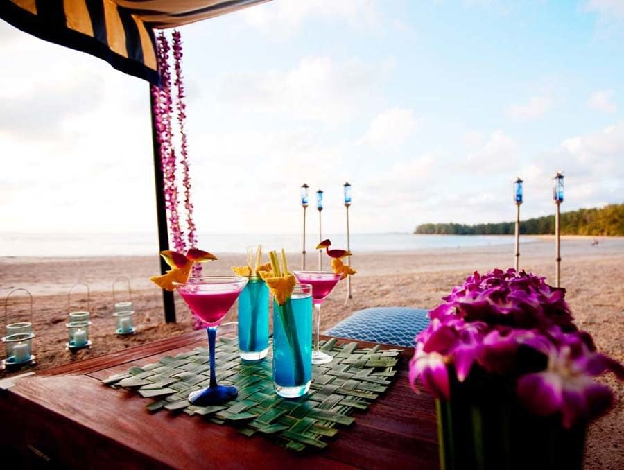 cocktail in spiaggia indigo pearl a Phuket